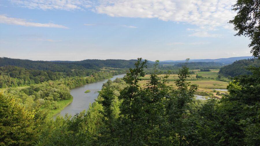 Výhled z hradu Sobień na údolí řeky San